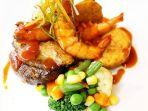 grand_elite_hotel_pekanbaru_oriental_triple_steak_tiga_varian_rasa_dalam_satu_porsi_makanan.jpg