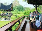 gubernur-sumbar-irwan-prayitno-dan-keluarga_20170703_165909.jpg