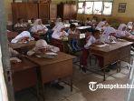 hari-pertama-masuk-sekolah-sd_20170103_131431.jpg