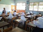 hari_pertama_belajar_tatap_muka_di_pekanbaru_anisa_senang_bisa_bertemu_teman-teman1.jpg