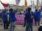 hari_pertama_bertugas_kapolres_dumai_disambut_aksi_demo_aliansi_mahasiswa.jpg