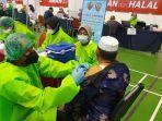 hari_pertama_vaksinasi_massal_di_pekanbaru_baru_dua_ribu_orang_lebih_dapat_vaksin_covid-19.jpg