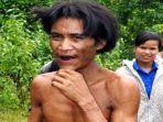 ho-van-lang-49-si-manusia-tarzan-saat-ditemukan-dan-dibawa-ke-perkampungan-warga.jpg