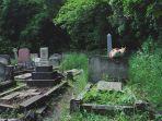 ilustgrasi-kuburan-seorang-petapa-diketahui-masih-hidup-setelah-40-hari-berada-di-dalam-kuburan.jpg