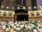 ilustrasi-jemaah-umrah-dan-haji-beribadah-di-masjidil-haram-mekkah.jpg