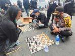 inilah-indonesia-aksi-demo-tolak-uu-cipta-kerja-pun-diwarnai-pertandingan-catur-sampai-joget-tiktok.jpg
