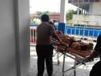 jasad-korban-begal-saat-akan-dibawa-dari-aulia-hospital_20171207_141428.jpg