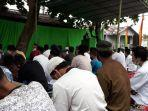 jemaah-mesjid-al-ittihad-pekanbaru-tetap-khusuk-jalani-salat-idul-fitri.jpg