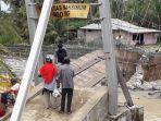 jembatan-baringin-putus-akibat-banjir-padang_20181103_132109.jpg