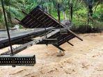jembatan-rusak-akibat-banjir-di-pasaman-barat.jpg