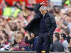jose-mourinho-mengangkat-tangannya_20161024_090320.jpg