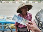 kakek-91-tahun-penjual-rujak-ditipu-uang-palsu-150-ribu-oleh-pengemudi-mobiltak-disangka-alami-ini.jpg