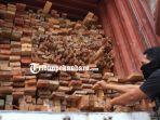 kayu-ilegal_20171007_210001.jpg