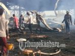 kebakaran-pabrik-sagu-di-selat-panjang_20180928_143439.jpg
