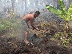 kebakaran_hutan_di_meranti_riau_takut_apinya_menjalar_andik_tidur_di_kolong_rumah.jpg