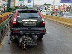 kecelakan-beruntun-yang-terjadi-di-flyover-pekanbaru_20181016_132942.jpg