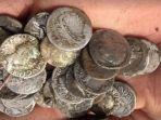 koin-perak-era-romawi-kuno_20171028_145249.jpg