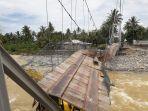 kondisi-jembatan-gantung-di-baringin-putus-banjir-padang_20181103_131956.jpg