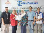 kunjungan_tim_komunikasi_pt_chevron_ke_tribun_pekanbaru1jpg.jpg