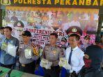kurir_sabu_asal_banjarmasin_ditangkap_di_kamar_hotel_pekanbaru_12_kg_sabu_diamankan.jpg