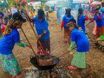 lomba-kacau-kalamai-secara-beregu-oleh-ibu-ibu-di-festival-equator-tahun-lalu_20181025_234638.jpg