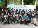 mahasiswa-kkn-umri-manfaatkan-limbah-daun-sawit-untukumkm-di-kelurahan-muara-fajar-barat.jpg