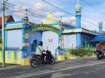 masjid-unik-di-riau-berada-di-tepi-sungai-masjid-baiturrahman-menyimpan-bedug-berumur-puluhan-tahun.jpg