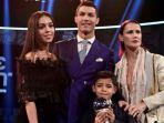 megabintang-portugal-cristiano-ronaldo-bersama-kakak-perempuannya-elma-putranya-cristiano-jr_20171022_213256.jpg