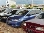 mobil-bekas-yang-dijual-di-sebuah-diler.jpg