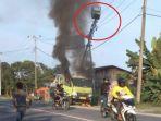 mobil-crane-terbakar_20171018_154938.jpg