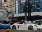 mobil-mewah-sport-porsche-menerobos-jalur-bus-transjakarta.jpg