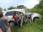 mobil-rusak-parah-akibat-kecelakaan-lalu-lintas-di-jalan-lintas-rengat-pematang-reba.jpg