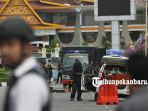 mobil-teroris-penyerangan-mapolda-riau-diperiksa-tim-gegana_20180516_145039.jpg