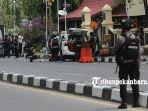 mobil-teroris-penyerangan-mapolda-riau-diperiksa-tim-gegana_20180516_145215.jpg