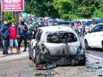 mobil-yaris-yang-dikendarai-polisi-terbakar.jpg