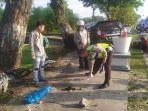 mobil_panjat_trotoar_di_pekanbaru_tabrak_2_motor_1_petugas_kebersihan_ini_penyebab_kecelakaan_2.jpg