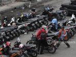 motor-parkir-di-jalan-sudirman-oke_20180222_155346.jpg