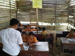 murid-murid-sd-n-013-sungai-parit-di-bangunan-sekolah-yang-memprihatinkan_20170906_155607.jpg