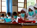 murid-sd-mulai-menggunakan-masker-di-kelas_20160829_194038.jpg