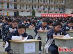 murid-siswa-sma-ujian-di-halaman-sekolah-china_20150414_135139.jpg