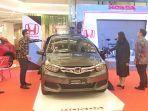 new_honda_mobilio_saat_diperkenalkan_pada_ajang_honda_exhibition_di_mal_living_world_pekanbaru.jpg
