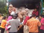 operasi-pasar-bulog-bersama-tribun-pekanbaru_20161007_111045.jpg