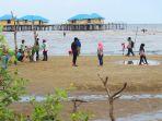 pantai-tenggayun-bengkalis-dikunjungi-wisatawan_20181019_100147.jpg