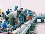 para-peserta-mengikuti-festival-pancing-udang_20171217_164818.jpg