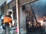 pasar-atas-bukittinggi-terbakar_20171030_132601.jpg