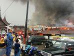 pasar-ateh-bukittinggi-terbakar_20171030_071645.jpg