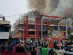 pasar-ateh-terbakar-pedagang-selamatkan-barang-dagangan_20171030_084123.jpg