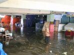 pasar-bawah-banjir_20180729_152058.jpg