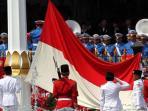 pasukan-paskibraka-melakukan-upacara-penaikan-bendera-merah-putih_20150809_235709.jpg