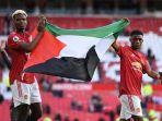 paul-pogba-dan-amad-diallo-mengibarkan-bendera-palestina.jpg